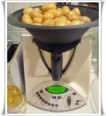 Steaming 2 kilos of potatoes in the Varoma steamer